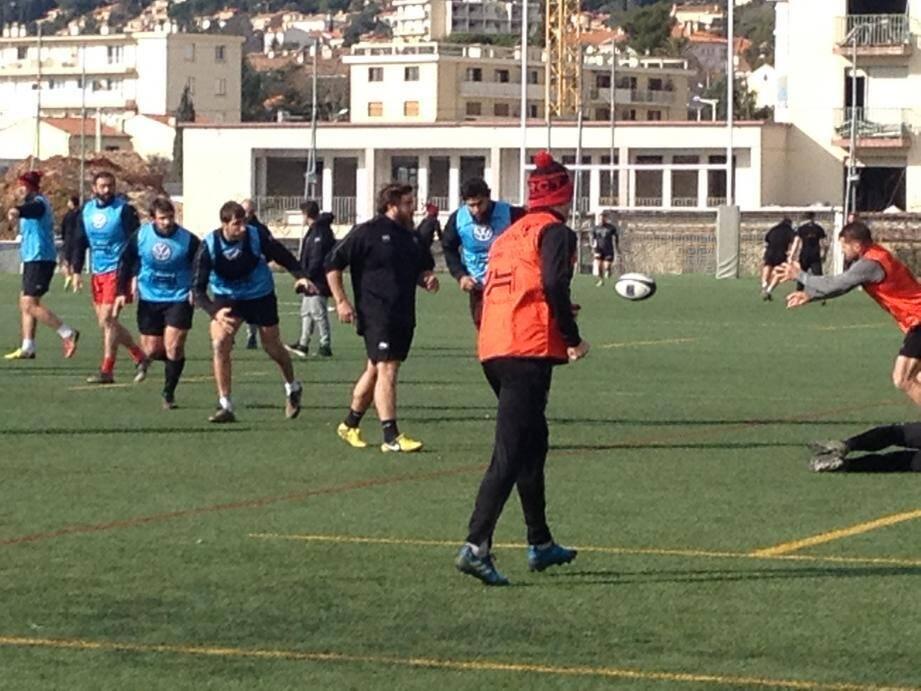 L'entraînement au stade Léo-Lagrange, hier matin, a permis aux Toulonnais de se familiariser avec la pelouse synthétique. Ce sera encore le cas, samedi, à l'Allianz Park de Londres.