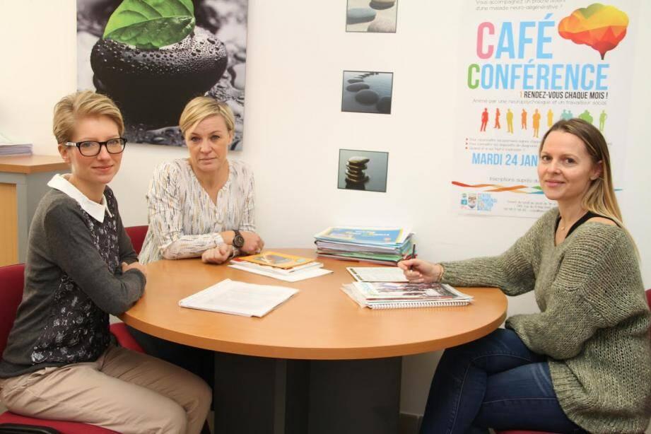 De gauche à droite : Monika Karasinska, neuro-psychologue, Christelle Roux directrice du CCAS, et Fanny Jacowski, qui interviendra également.