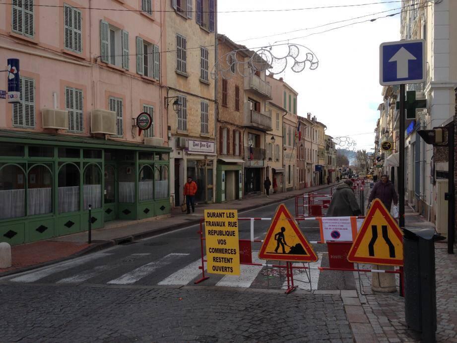 Les travaux de la rue de la République vont durer jusqu'en juin et durant toute cette période, les commerces de la rue seront ouverts.