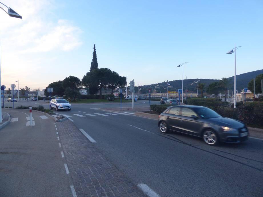 La création de deux fois deux voies et la vitesse autorisée jusqu'à 70 km/h : des décisions prises, à la base, pour fluidifier la circulation dense à cet endroit.