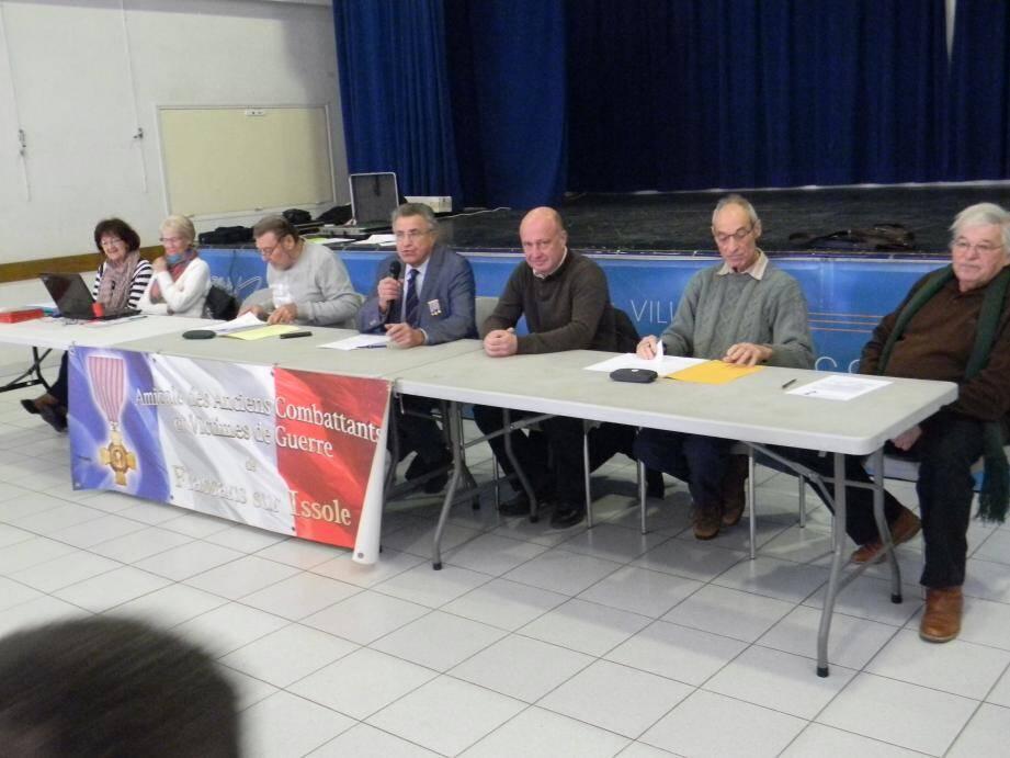 Le président Jean-Pierre Bertrand (au micro), à la droite du maire, Bernard Fournier.