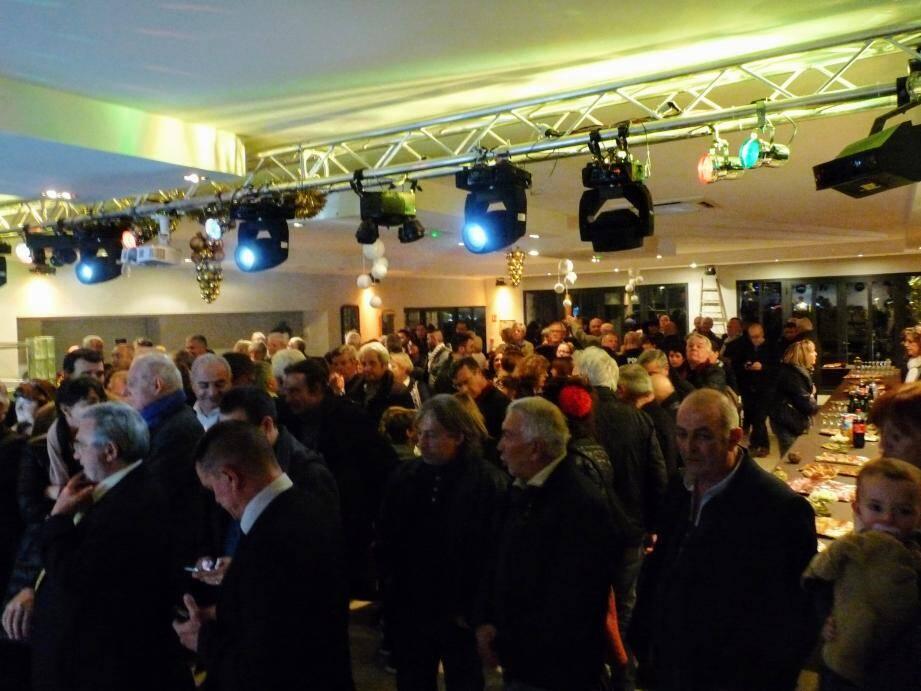 Cette année déplacée dans la salle du restaurant La Source, la cérémonie des vœux du maire a fait salle comble.