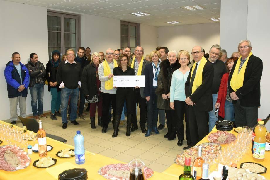 Un chèque de 12 000€ remis à l'AFM-Téléthon.