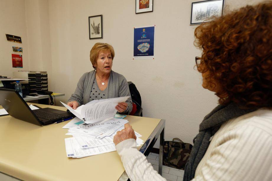 Comme Dominique, des dizaines de personnes sont accueillies chaque semaine aux permanences de l'association pour tenter de trouver des solutions à des situations souvent précaires.