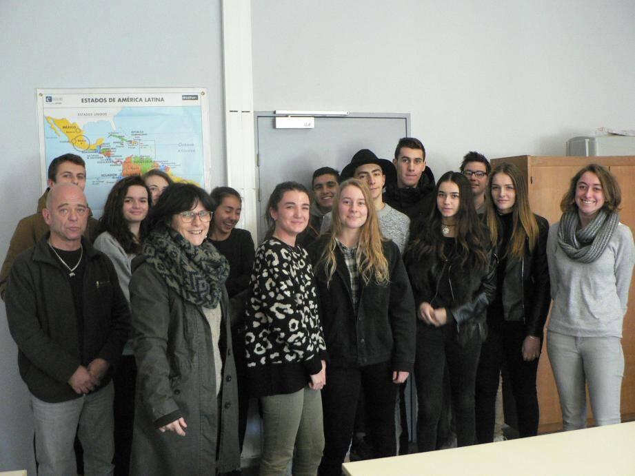 Les élèves de Bernadette Landry sont dans l'ensemble au fait du tri des déchets, comme a pu le constater Bruno Terol (à gauche).