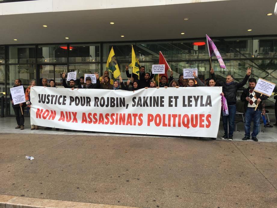 Plus de 70 personnes se sont rassemblées pour honorer la mémoire des victimes tuées le 9 janvier 2013 à Paris et réclamer justice.