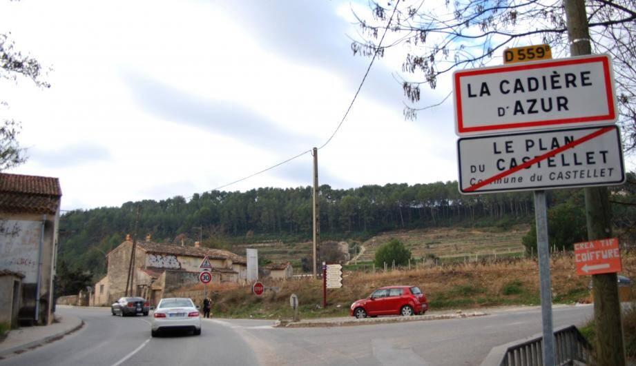 Dès la sortie du Plan, une pancarte indique que l'on se trouve à La Cadière.