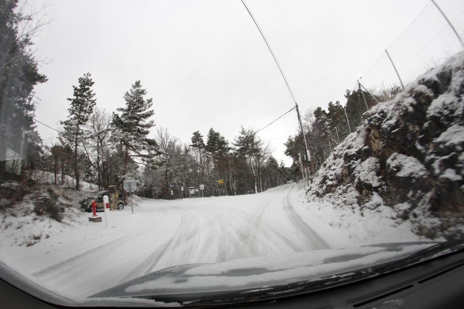 À Valderoure, au lieu-dit Le Clos de Giraud, il a neigé aussi. En voici la preuve par les images envoyées par Jeff Sbari, internaute !