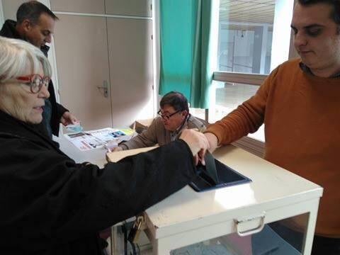 À Marseille, à l'école Sinoncelli (14e arrondissement), l'un des rares bureaux de vote ouverts dans le nord de la ville.