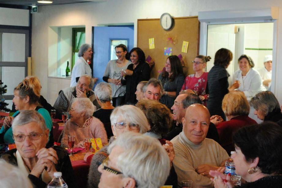 Le repas des anciens a réuni de nombreuses personnes.