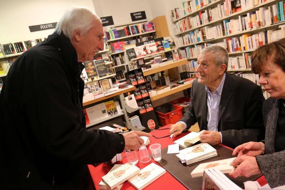 La séance de dédicaces de François Léotard a fait le plein à la librairie Charlemagne de Fréjus.