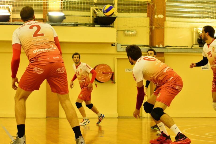 Les garçons de l'équipe première sont assurés de disputer les play-offs grâce à leur nouvelle victoire contre Hyères.