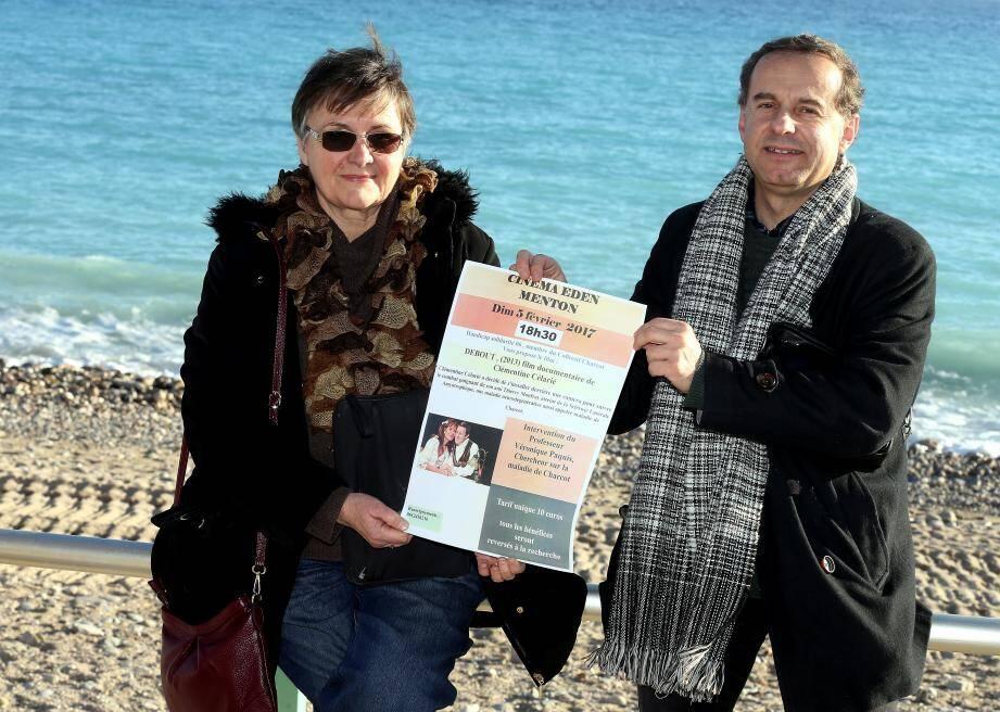 Michèle Garrigues et Christian Lemaître préparent la projection du film documentaire « Debout ».