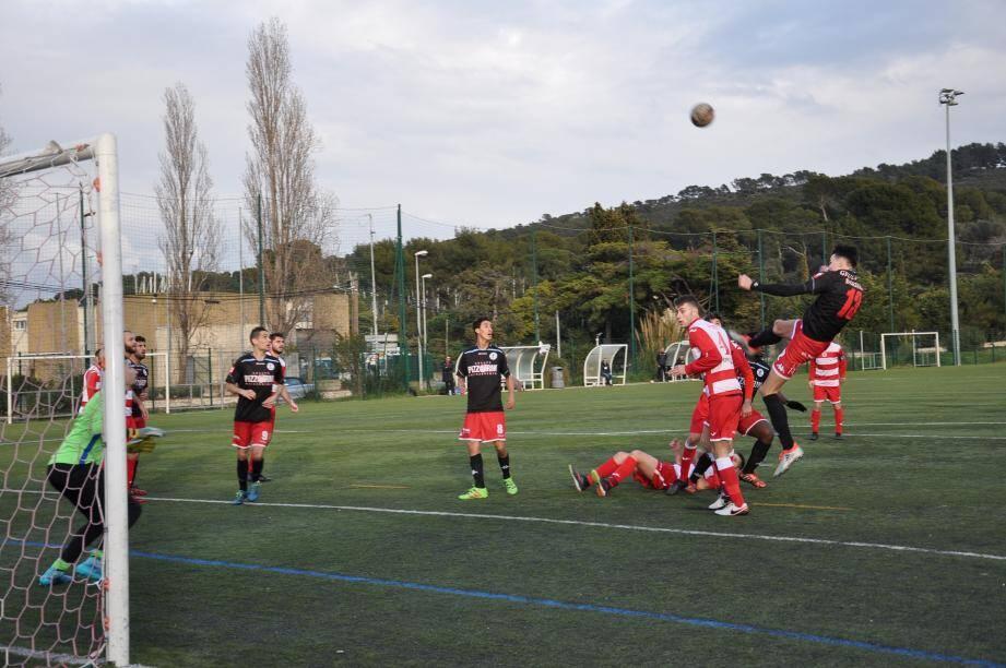 La réussite a encore fui Saint-Mandrier (en rouge et blanc) devant Fréjus/Saint-Raphaël.