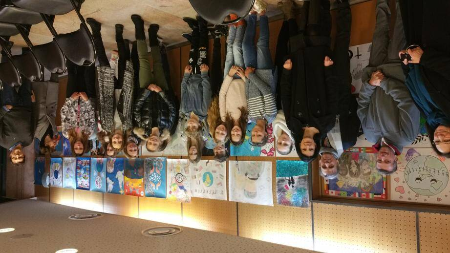 Les élèves des collèges de Saint-Tropez et Gassin lors de la remise des prix locale organisée salle Jean-Despas.(Repro VM)
