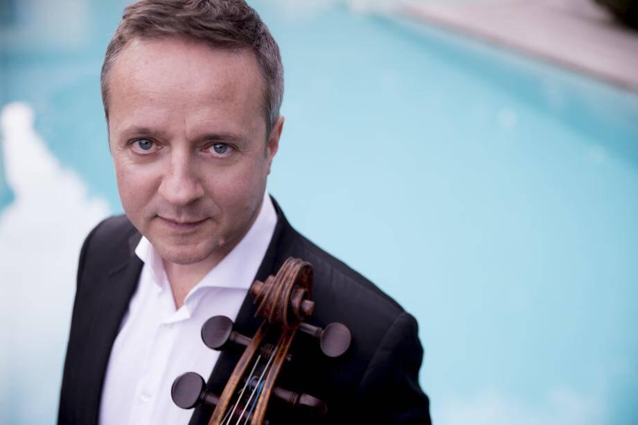 Marc Coppey sera dimanche sur la scène du théâtre Croisette avec l'orchestre régional de Cannes dirigé par Arie Van Beek. (DR)
