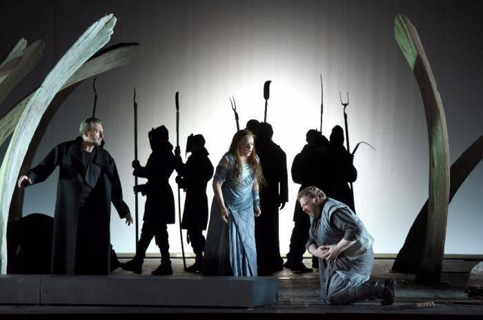 L'opéra présenté ce soir est celui mis en scène par Pierre Audi.