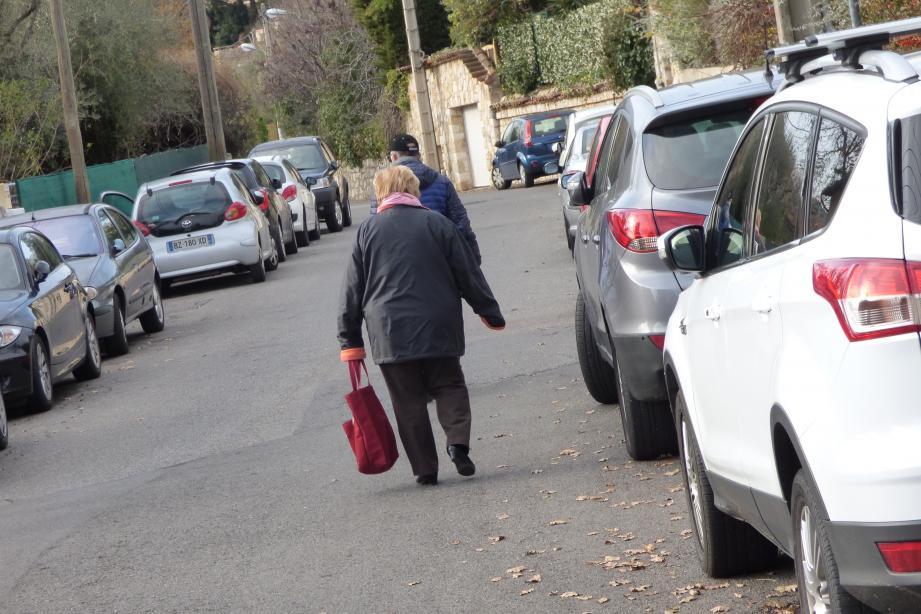 Les véhicules ne pourront plus stationner en partie nord de Jean-Maurel supérieur. Les piétons pourront marcher sans se soucier du trafic.