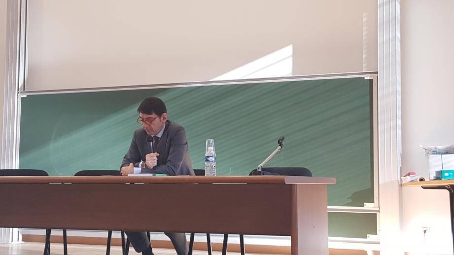 Olivier Audibert-Troin a donné une instructive conférence, devant une centaine d'étudiants.