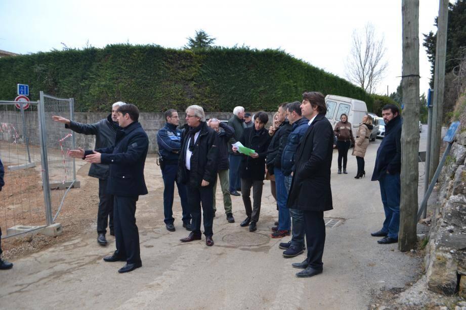 À la frontière entre Grasse et Mouans-Sartoux, la traverse des Roses de Mai implique les deux communes.