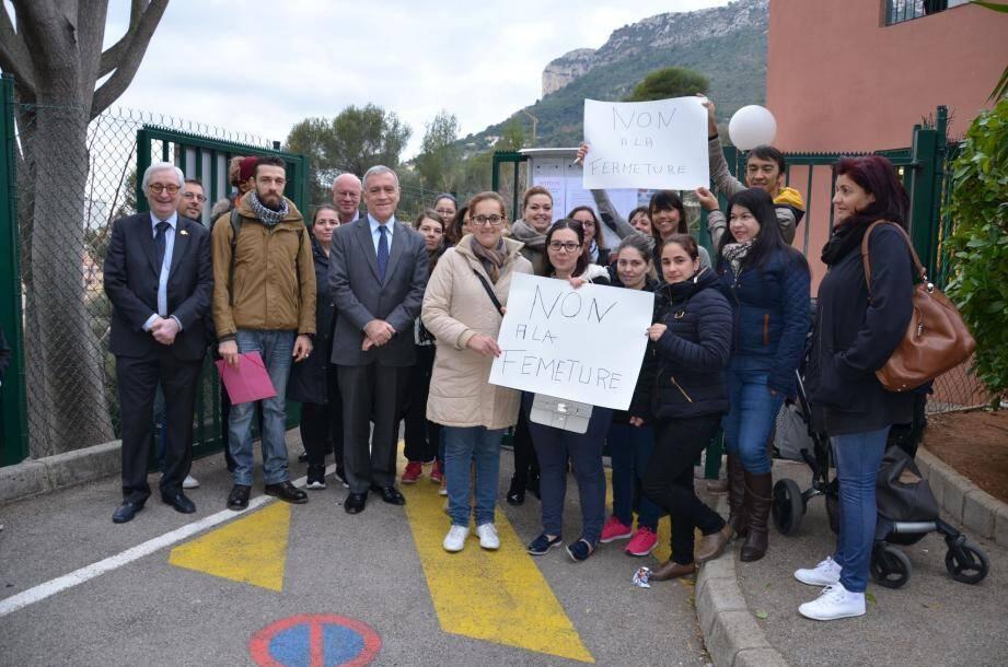 Les parents d'élèves soutenus par le maire et les élus.