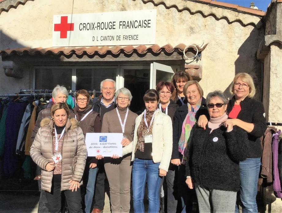 Les dons remis au Relais solidarité et à la Croix-rouge.