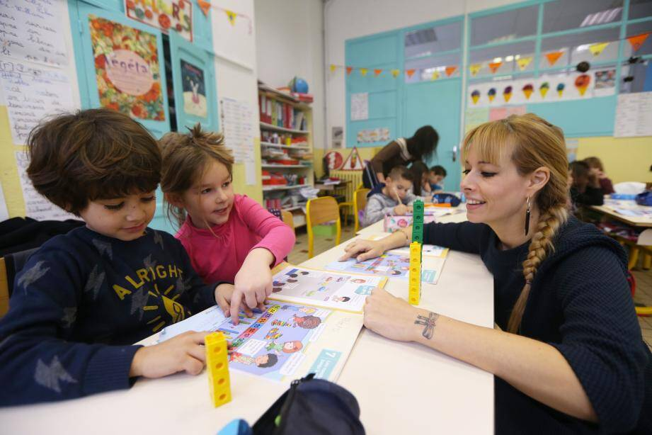 Des cubes colorés, des barres… les mathématiques deviennent un jeu à l'école Frédéric-Mistral, dans la classe de cours  préparatoire de Nathalie Abbate.