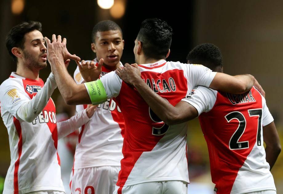 Buteur du soir, Falcao et ses coéquipiers affronteront le PSG en finale de la Coupe de la Ligue.