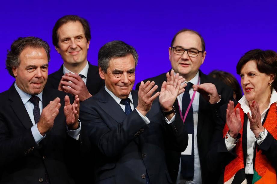 François Fillon (au centre)