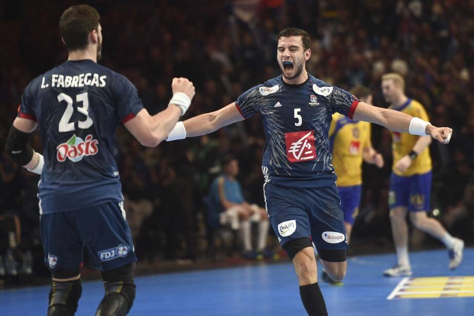 La joie de Nedim Remili et des Bleus après leur victoire contre la Suède.