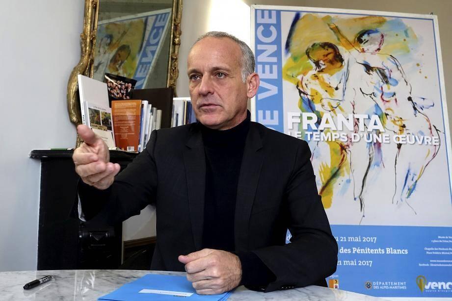 Loïc Dombreval travaille «sept jours sur sept» pour faire face à ses obligations de maire, de conseiller régional et de vice-président de la métropole Nice Côte d'Azur.