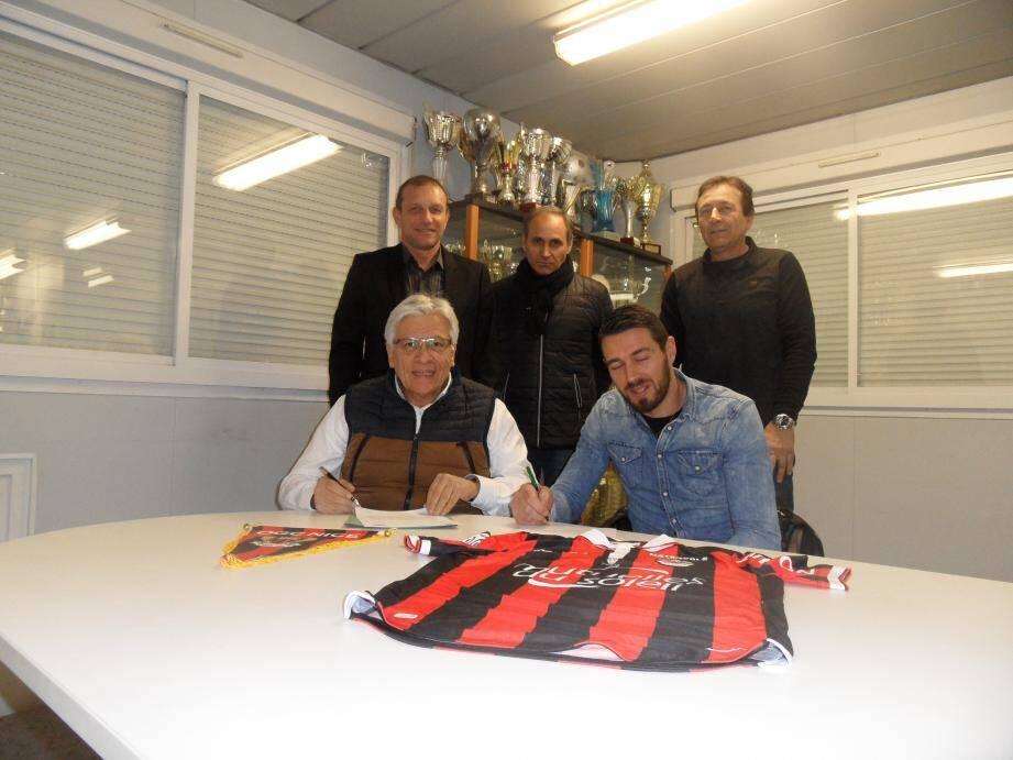 Les présidents des deux associations ont lié les destins de leurs clubs avec la signature de cette convention.