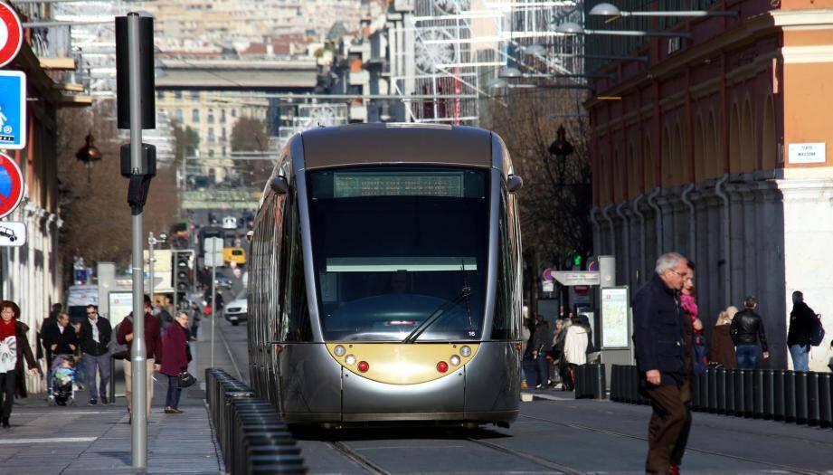 Le tramway ne traversera plus la place Masséna jusqu'au 17 juillet.