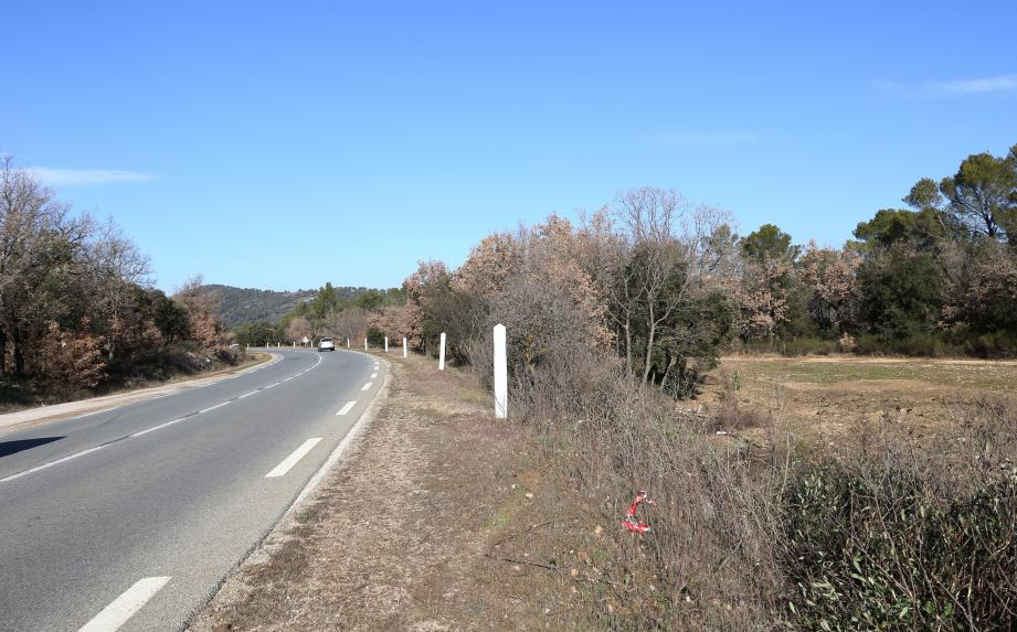 La conductrice a perdu le contrôle de son véhicule pour finir sa course en contrebas de la route fréquentée, hors de la vue des automobilistes.