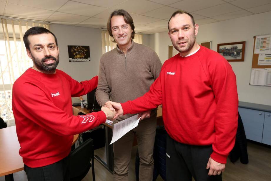 Après trois ans de contrat et quelques jours de réflexion, l'entraîneur du club de handball de Saint-Raphaël vient tout juste de prolonger son bail