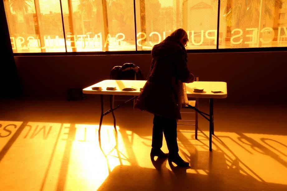 Un bureau de vote à Toulon.