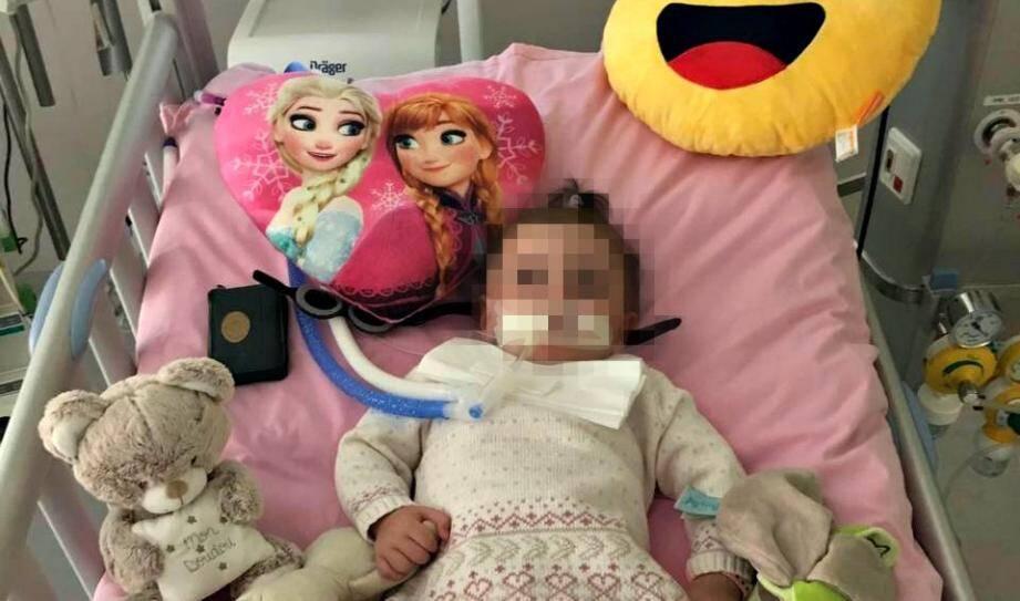 Marwa sur son lit d'hôpital.