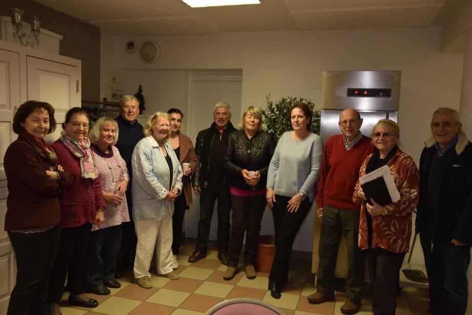 Les membres du comité de jumelage tous réunis autour de Muriel Lecca-Berger pour préparer l'accueil des collégiens et professeurs de  de Gambassi.