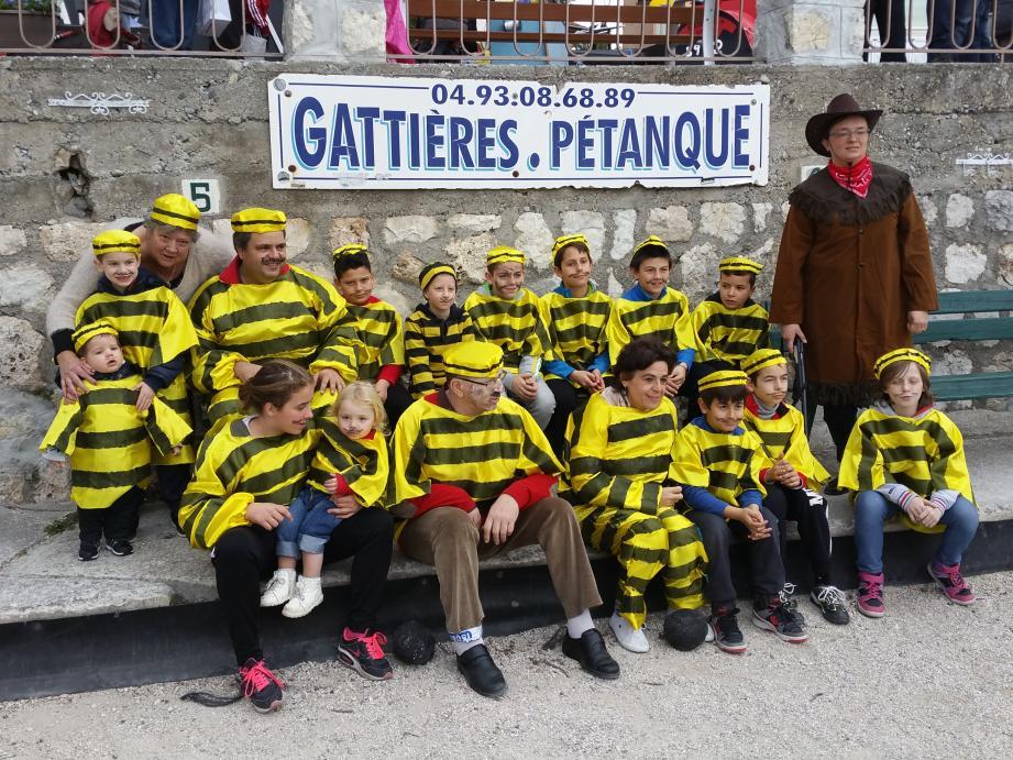 L'an dernier, les joyeux bagnards du club de boules au Carnaval.(D.R.)