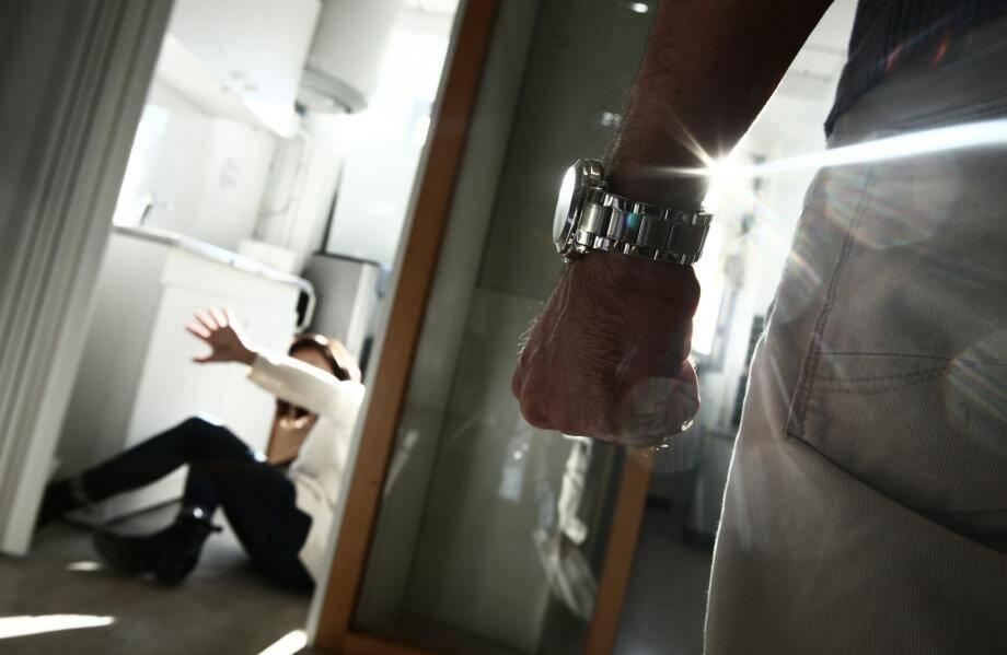 Le prévenu, carrure impressionnante, met son comportement cette nuit-là sur le compte de l'alcool, de la cocaïne.