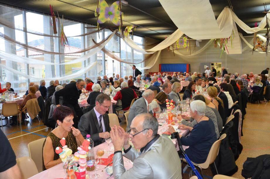 200 convives - aînés, conjoints et élus - ont participé à ce déjeuner dansant et convivial.