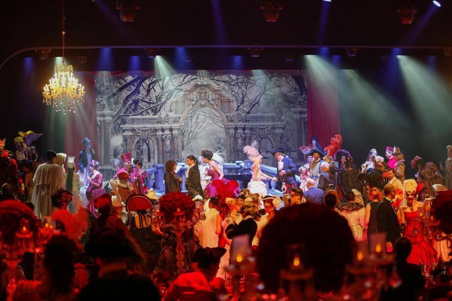 Ambiance vénitienne dans la Salle des Étoiles richement décorée samedi soir. (DR)