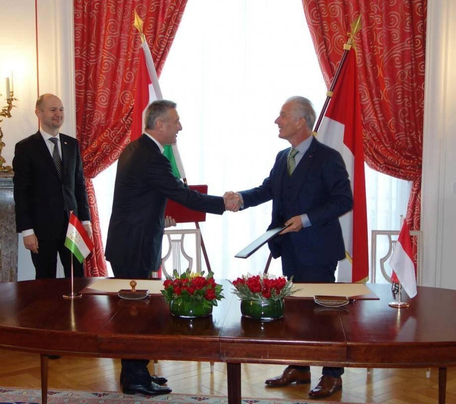 Homidjon Narov, ambassadeur du Tadjikistan en France, et Claude Cottalorda, ambassadeur de Monaco en France, ont acté l'établissement de relations diplomatiques.(DR)
