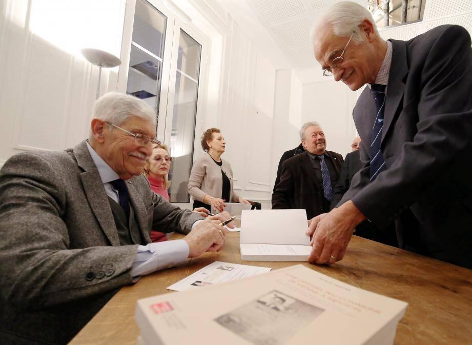 Herbert Traube a dédicacé son livre Une Odyssée peu commune de Vienne à Menton.
