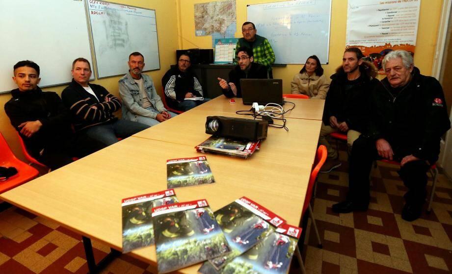 Lors du dernier week-end de janvier, 26 bénévoles venant de plusieurs communes varoises ont suivi une formation théorique en mairie de La Crau puis une application pratique sur le massif du Fenouillet. Les thèmes abordés : radio transmission et cartographie.