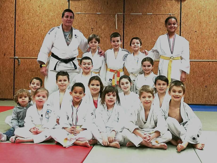 Les médaillés sont de retour à l'entraînement avec leur professeur Virginie.