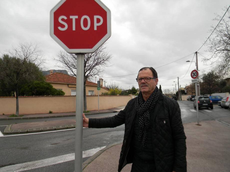 « Stop et limitation de vitesse à 30km/h à la sortie du parking du Casino ne sont pas respectés par nombre d'automobilistes », martèle le président du CIL de l'Enclos Jean-Marie Ferrero.