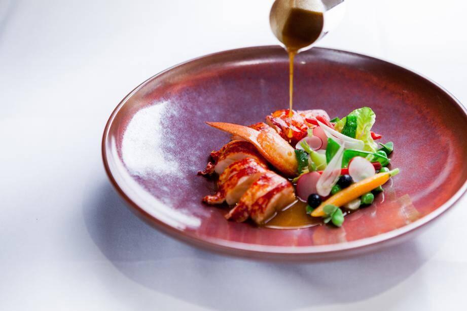 Parmi les plats de ce menu d'hiver, un homard bleu, myrte et gingembre.