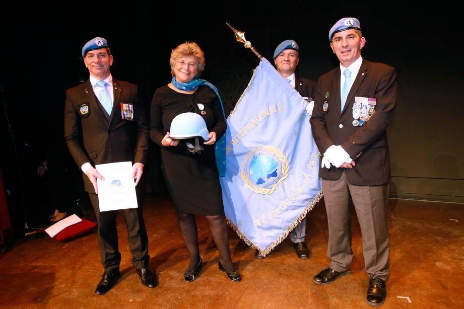 Jean-Luc Pradier, Jacqueline Franjou, le porte-drapeau Bruno Moulin et le pdt de l'AISP Laurent Attar-Bayrou.