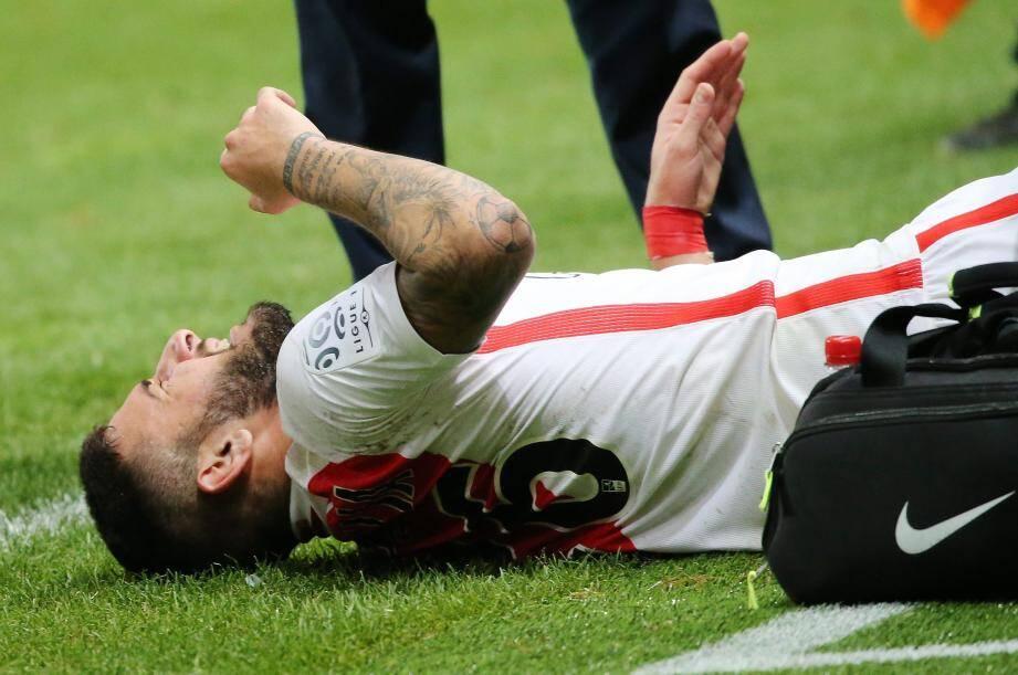 Taclé par Rivierez à la 67e minute, Boschilia s'est tordu de douleur. Son genou droit a lâché...